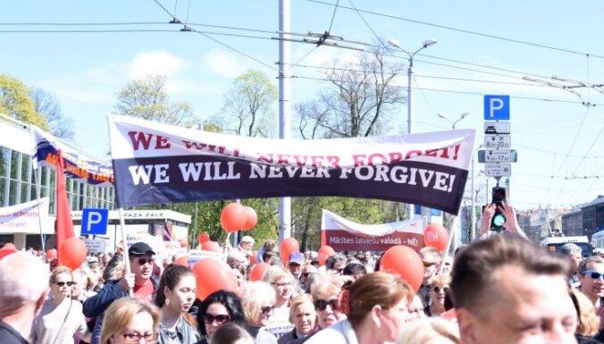 Foto: Rīgā protestē pret pāreju uz mācībām latviešu valodā