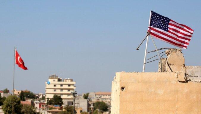 ASV, protestējot pret darbinieka aizturēšanu, ierobežo savu konsulātu darbību Turcijā
