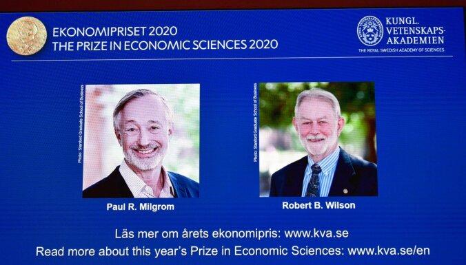 Nobela prēmija ekonomikā piešķirta izsoļu teorijas pētniekiem