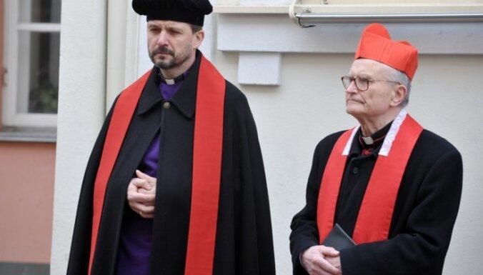 Valodas referendums: reliģiskie līderi aicina uz iecietību