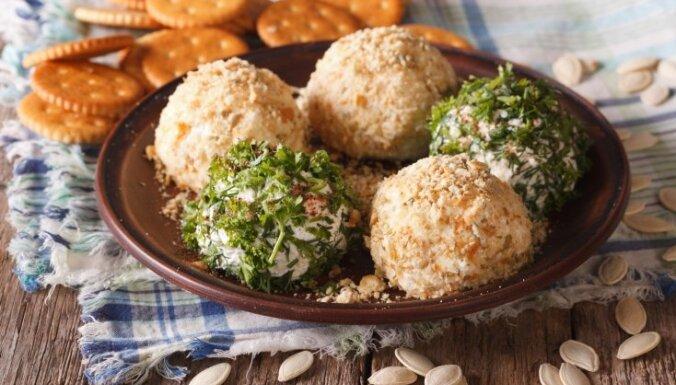 Творожные шарики в зелени или панировке из крекеров