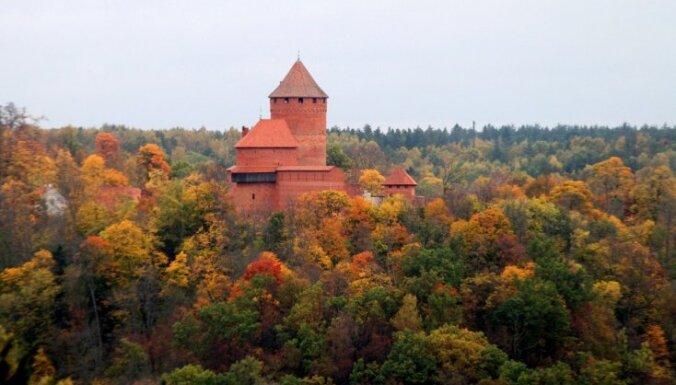 Turaidā ieskandinās Latvijas simtgades saullēktu
