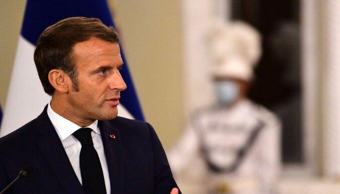 "Makrons atsakās nosodīt ""Charlie Hebdo"" par Muhameda karikatūrām"