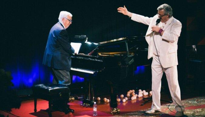 Maestro Pauls radījis īpašu programmu dziedošajam aktierim Andrim Bērziņam