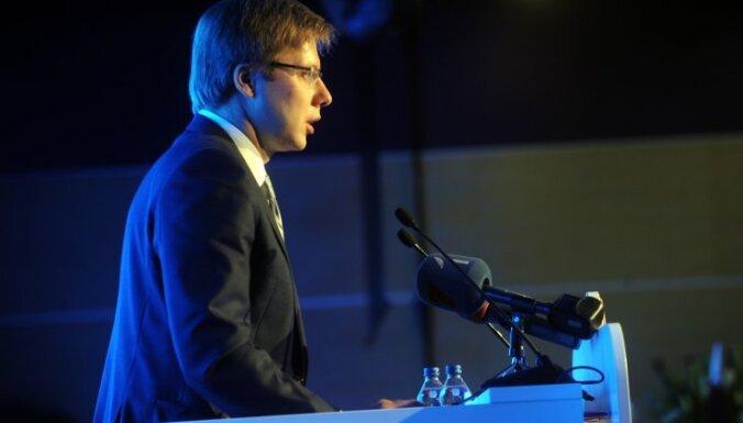 Ušakovs aicina 'Saskaņas' deputātus un atbalstītājus parakstīties par krievu valodu kā otru valsts valodu