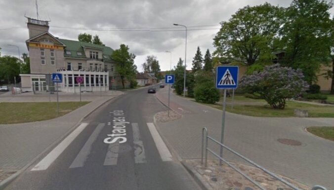 Policija Valmierā aicina atsaukties ceļu satiksmes negadījuma aculieciniekus