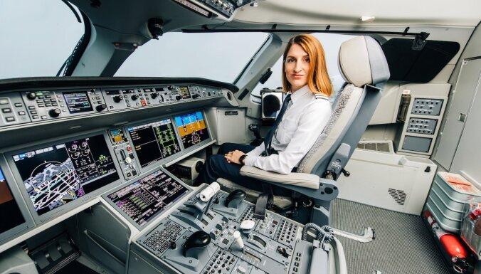 Aviolainerus jāuztic ne tikai vīriešiem: mudinās sievietes apgūt pilota profesiju