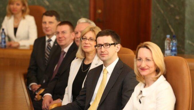 1% жителей Латвии считает новых министров очень профессиональными