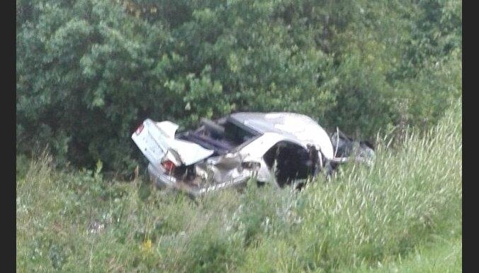 Rēzeknes novadā no ceļa noskrien automašīna; pasažieris iet bojā