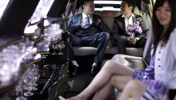 Ķīnas biznesa dūži evakuē savu naudu no Honkongas
