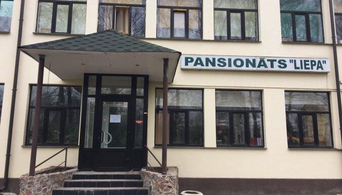 В частном центре социального ухода в Риге Covid-19 заразились примерно 100 клиентов и работники
