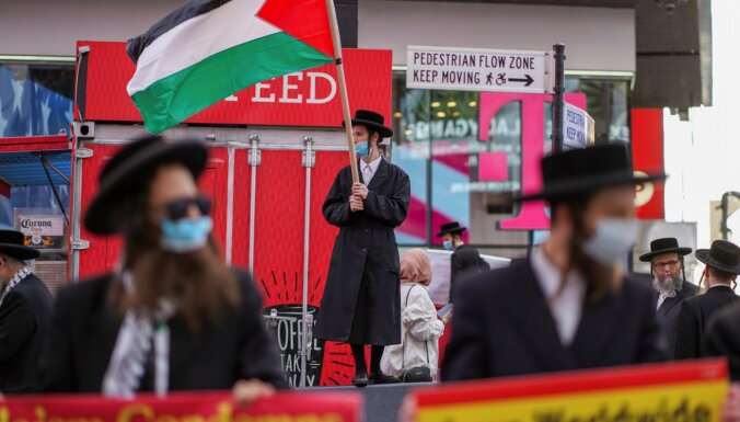 Foto: Ortodoksālie ebreji Ņujorkas Taimskvērā iestājas par Palestīnu