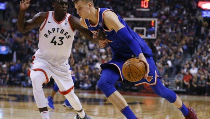 Porziņģis un 'Knicks' ar pieticīgu sniegumu zaudē 'Raptors' basketbolistiem