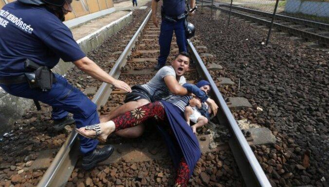 Čehijas un Slovākijas iekšlietu ministri noraida saistošas kvotas bēgļu uzņemšanai