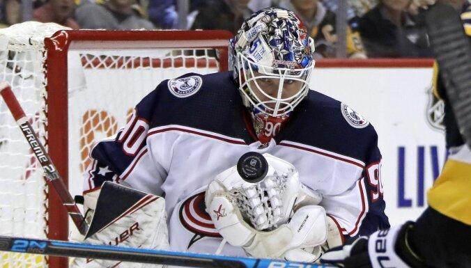 Merzļikinam smaga debija NHL, viņu pārspēj arī Bļugers