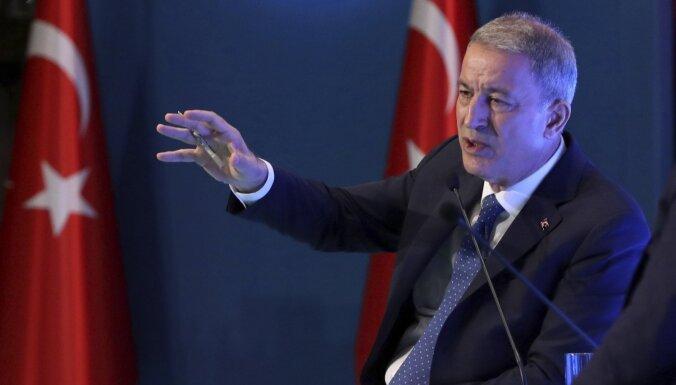 Turcijas aizsardzības ministrs: sarunas ar ASV par Sīriju bijušas pozitīvas