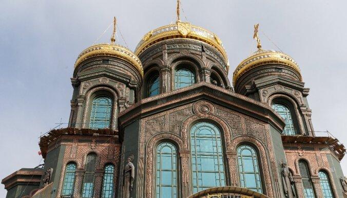 Krievijā jaunas katedrāles mozaīkās attēlots Putins un Staļins