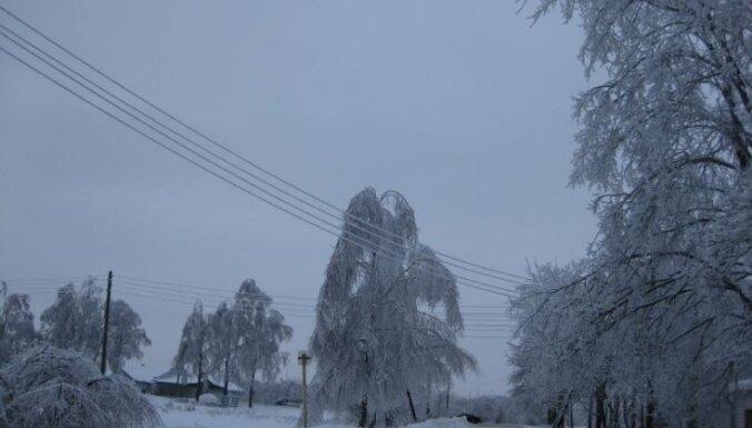 Sniegs izraisa jaunus elektroapgādes traucējumus Latgalē