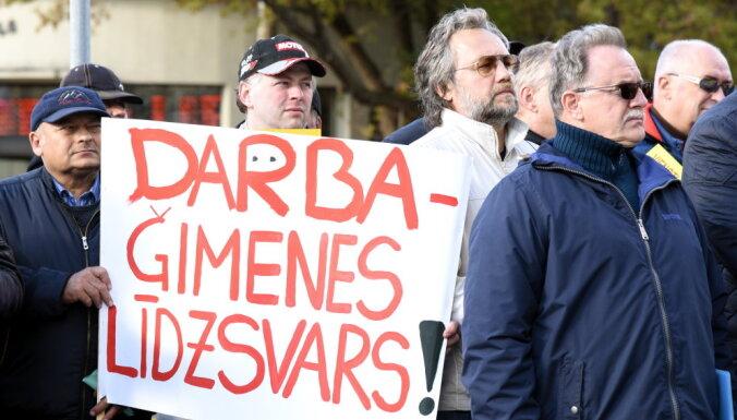 ФОТО: Водители автобусов в Риге протестуют против низких зарплат