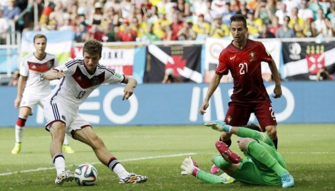 ВИДЕО: Германия в сотом матче за тайм разобралась с Роналду и Ко