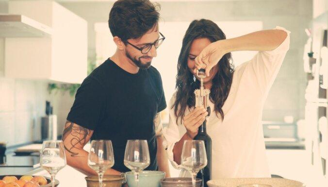 Baudi romantiku mājās: sešas idejas randiņiem