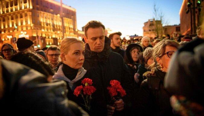Foto: Maskavā simtiem cilvēku piemin Kemerovas traģēdiju