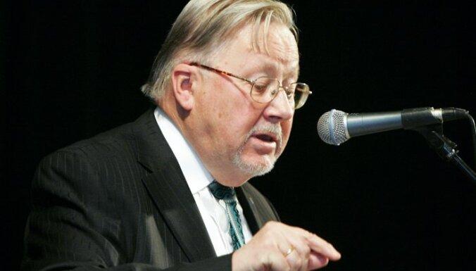 Vītauts Landsberģis saņem ASV Nacionālā demokrātijas veicināšanas fonda apbalvojumu