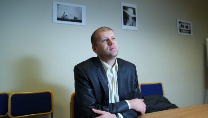 Осужденный за киберпреступления Чаловский может вернуться в Латвию в конце месяца