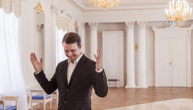 Ventspils koncertzālē 'Latvija' notiks pianista un komponista Toma Juhņeviča koncerts