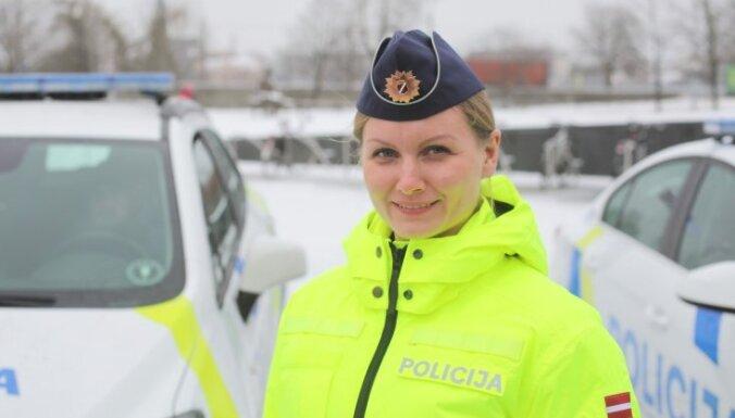 ВИДЕО: Полиция Латвии показала новую униформу — в ярких цветах и патриотичную
