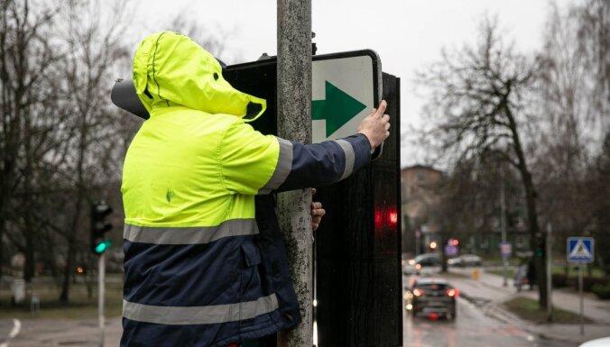 На перекрестки Литвы возвращают больше 100 зеленых стрелок