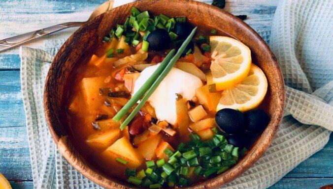 Сытная вегетарианская солянка с грибами и фасолью