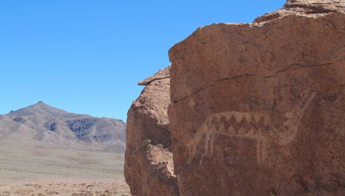 ASV no klintīm izzāģēti indiāņiem nenovērtējami petroglifi