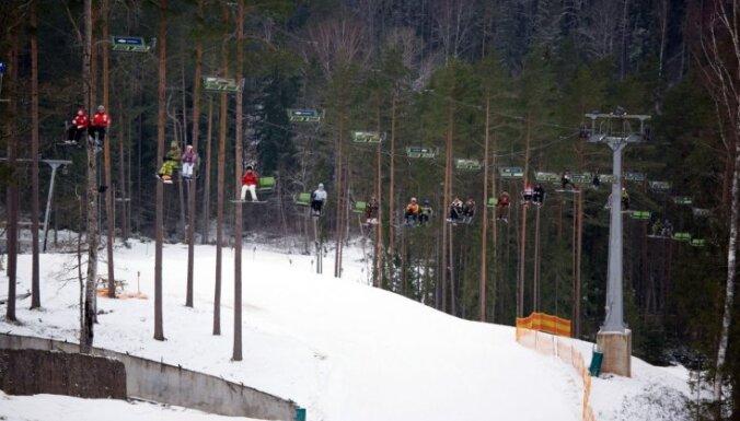 Latvijas iedzīvotāji arī šogad aktīvi atpūšas slēpošanas trasēs; tās iecienījuši arī kaimiņvalstu tūristi