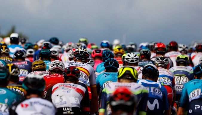 Kavendišs uzvar 'Tour de France' ceturtajā posmā; Skujiņš finišē peletonā