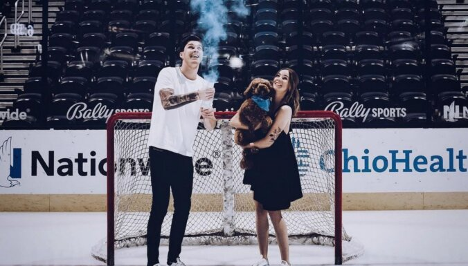 Hokejists Elvis Merzļikins rudenī kļūs par tēvu pirmdzimtajam