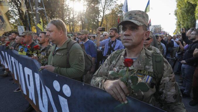 Тысячи националистов вышли на акцию против Зеленского, пока он в Донбассе
