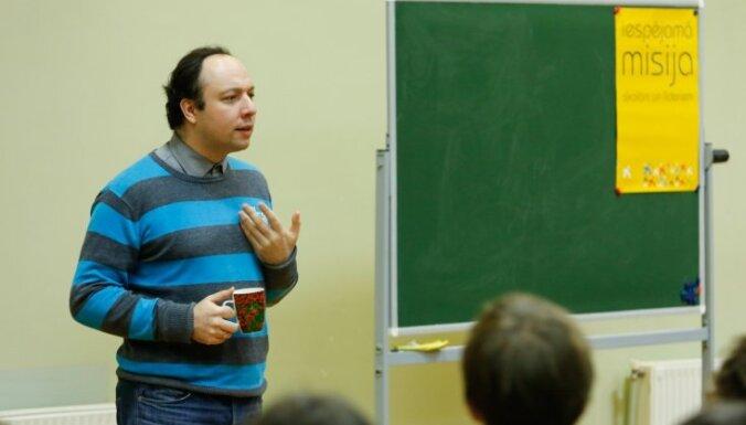 Kvantu fiziķis Vjačeslavs Kaščejevs skolēnus iedvesmo meklēt savu ceļu