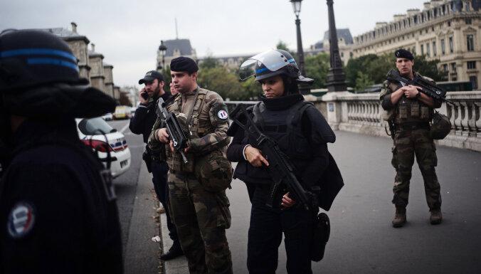 Бессвязно разговаривал, слышал голоса: что рассказала жена убийцы полицейских в Париже
