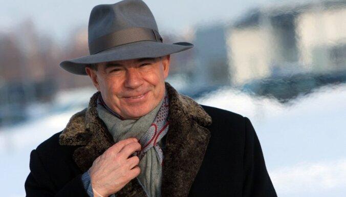 ФОТО: Лембергс рассказал все о своих шляпах - DELFI