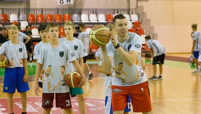 Arī šovasar Valmierā norisināsies 'Brāļu Bertānu basketbola meistarklase'