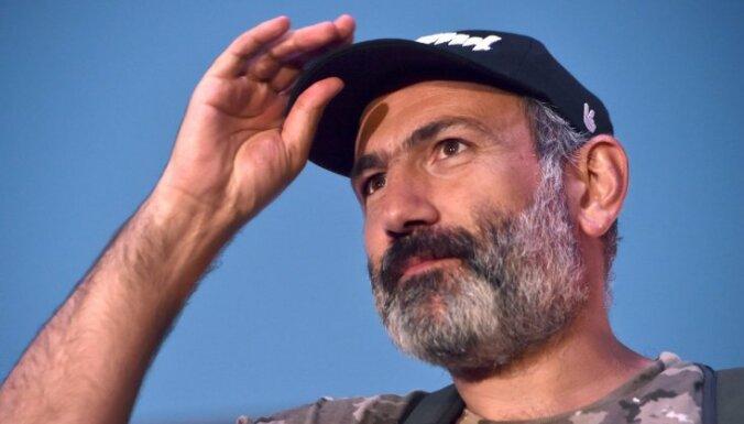 Armēnijas premjers Pašinjans atkāpies no amata