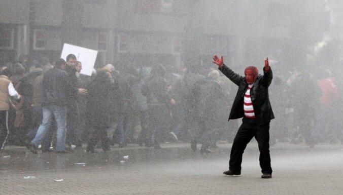 Волнения в Омане: толпу разогнали газом