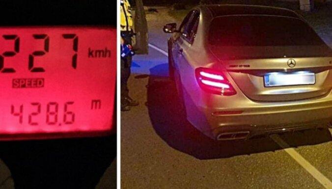"""Водитель Mercedes """"побил рекорд"""" скорости в Таллине: 227 км/ч. Он проведет месяц под арестом"""
