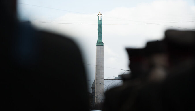 Pie Brīvības pieminekļa pieminēs Latvijas Centrālās padomes Memoranda parakstītājus