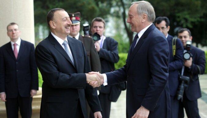 Fotoreportāža: prezidents sāk vizīti Azerbaidžānā