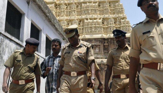 Bangladešā islāmisti uzbrūk hinduistu tempļiem un mājām