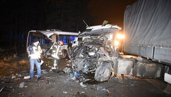 Pēc baisās avārijas Kleistu ielā smagā stāvoklī slimnīcā ir trīs cilvēki
