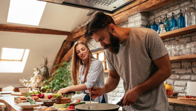 Kā garšīgi un vienkārši pabarot ģimeni šovakar? Receptes, uz kurām vari paļauties