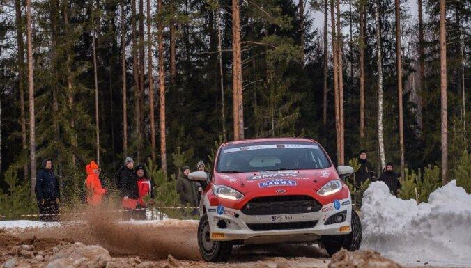 Sesks WRC debijā pēc pirmā ātrumposma ieņem otro vietu junioru klasē